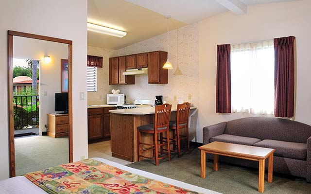 Queen Suite with Kitchen Lamplighter Inn & Suites at SDSU, California